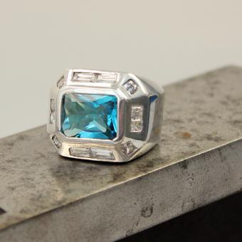 Damen Ring mit synthetischen Steinen im Baquettschliff