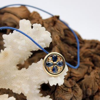Creation Wenz - Handarbeit - Saphir - Daimantanhänger an blauer Kordel 750er GG