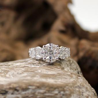 Weißgold 750er Diamant Ring Navette-/ Emeraldcut circa 2Ct