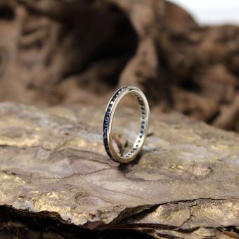 Memoire Ring mit Saphiren 750er Gold