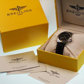 Breitling Nightflight Rèserve de Marche Stahl/Gold