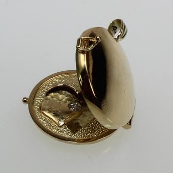 Handgearbeites Medallion in Gelbgold 585/750 mit einem Brillant von ca. 0,16 ct