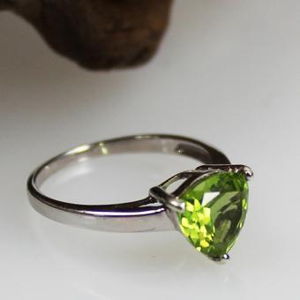 Mandschurischer Peridot Weißgold Ring