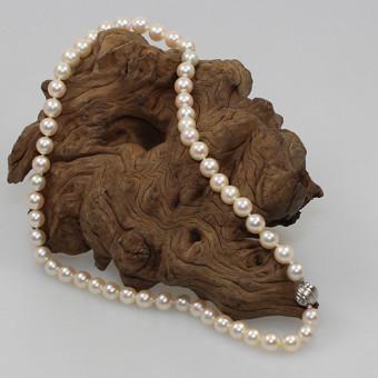 Perlenkette Akoya Zuchtperle mit Weißgold Kugel-Bajonet Verschluss 750