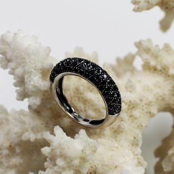 Weißgold Ring mit schwarzen Steinen 750