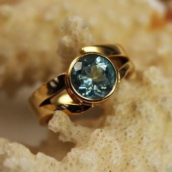 Gelbgold Ring 750 Mit Blautopas ca. 2ct.