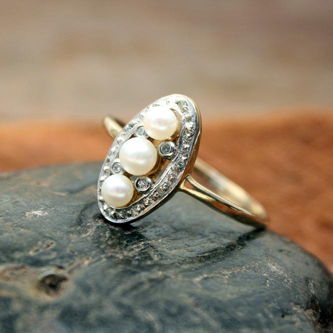 Antik-Ring mit Zuchtperlen 333er Gelbgold