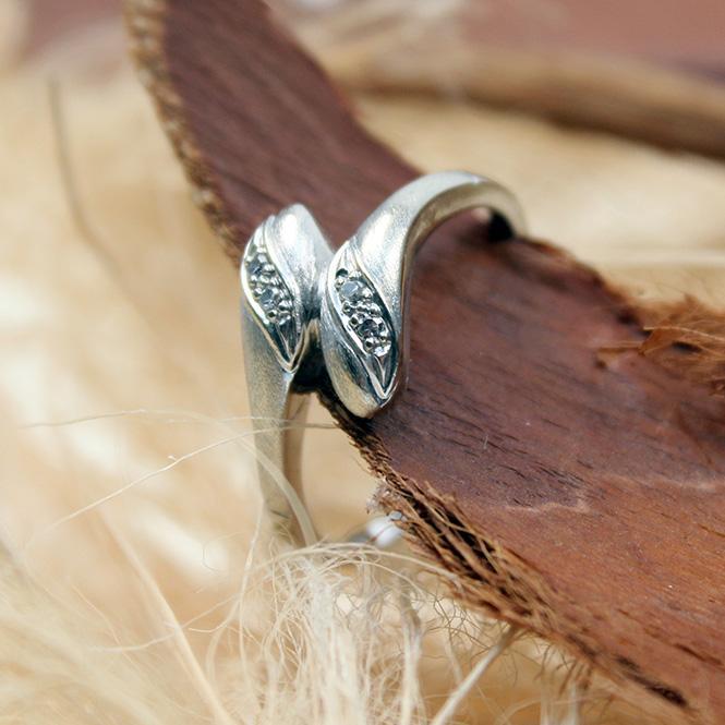 Diamant Ring 585 Weißgold in Schlangenform