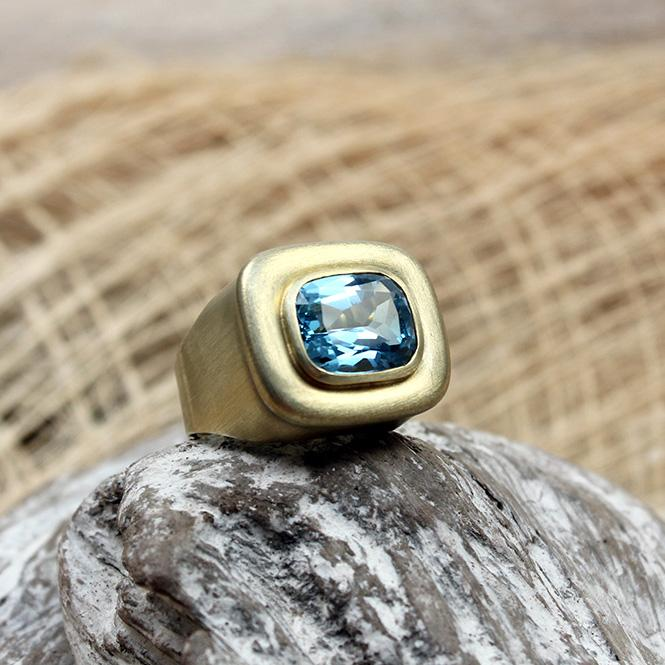 Gelbgold Ring mit Aquamarin