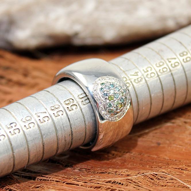 Handarbeit Weißgold Ring mit farbigen Diamanten