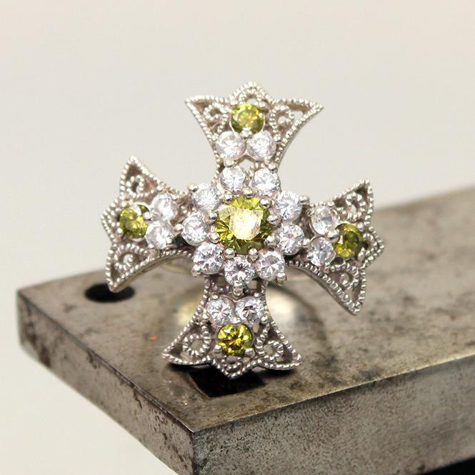 Damen Ring florales Kreuz mit synthetischen Steinen in weiß und grün aus 925er Silber