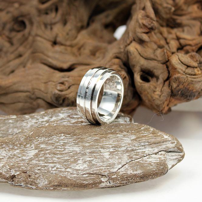 juweliere winter breiter silberring mit diamant besatz 925er. Black Bedroom Furniture Sets. Home Design Ideas