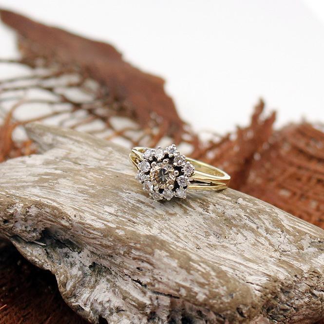 Gelbgold Diamant Ring mit braunem Brillant