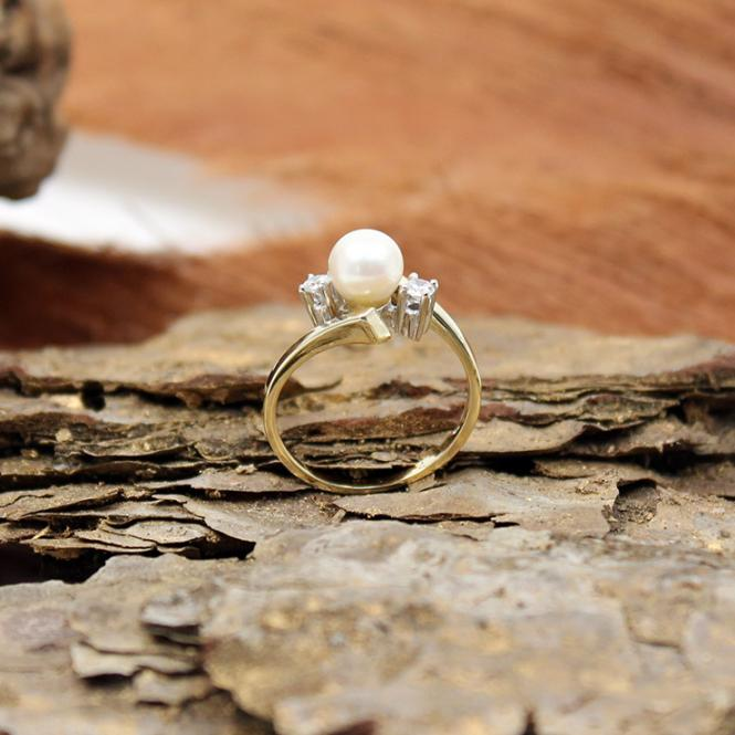 Gelbgold Ring mit Perle und Brillanten