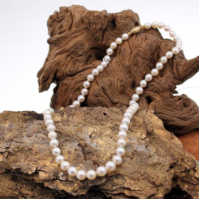 Süßwasserzucht Perlenkette mit 585er Goldverschluß