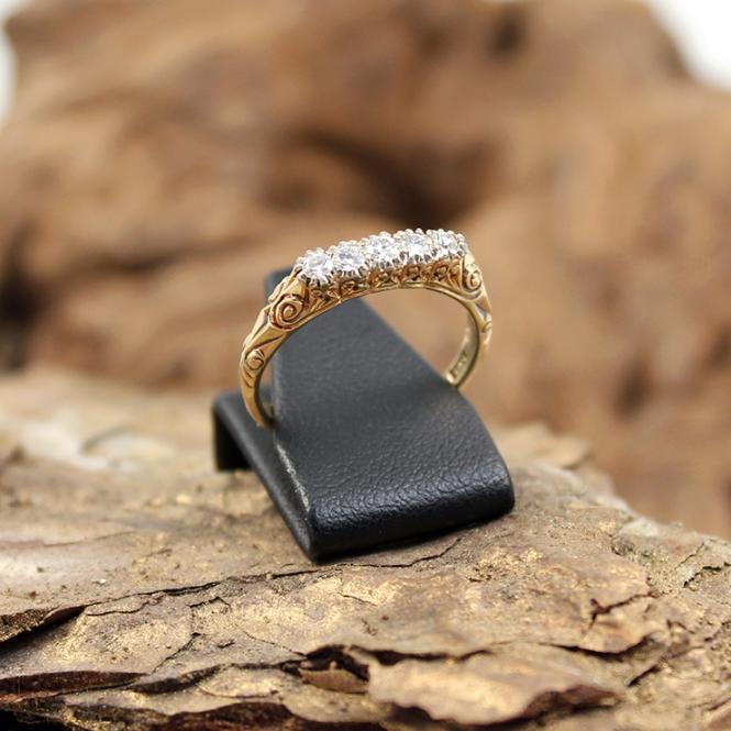 Antiker 585er Gelbgold Ring mit fünf Diamanten