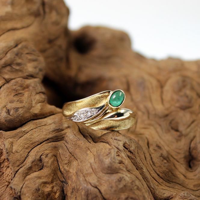 Gelbgold Ring mit Smaragd und Diamant 585er