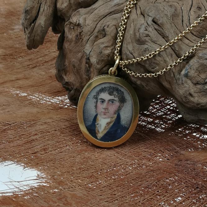 antikes Collier mit doppelter Erbsmusterkette und Medallion um 1820