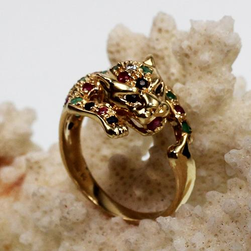 Ring in Form einer springenden Raubkatze
