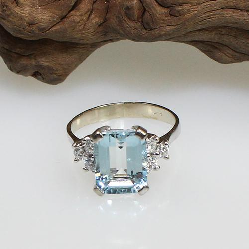 Aquamarin-Diamant-Ring