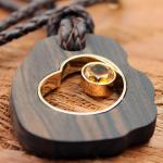 Goldschmiedearbeit Ebenholz Leder Collier in 750er Gelbgold mit einem Citrin