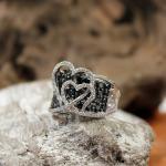 Brillant (schwarz/ weiß) - Ring mit Herzmotiven