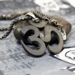 """JJJ LA Collier """"BIG BLACK OM"""" 925er Silber mit Spinell"""