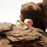 Charlotte 750er Gelbgold Ring mit Farbstein