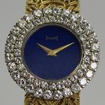 Piaget Damenarmbanduhr mit Lapis Lazuli Zifferblatt und doppelreihigem Brillantkranz