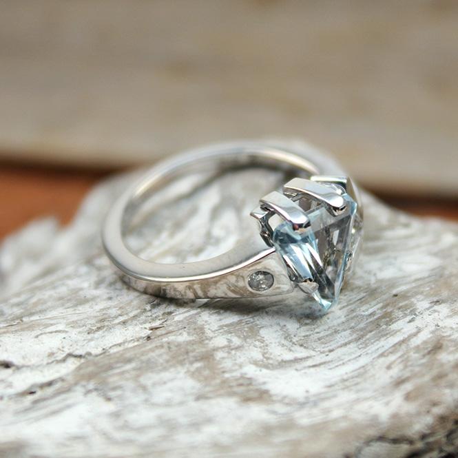 juweliere winter wei goldring 750er mit aquamarin und diamanten. Black Bedroom Furniture Sets. Home Design Ideas